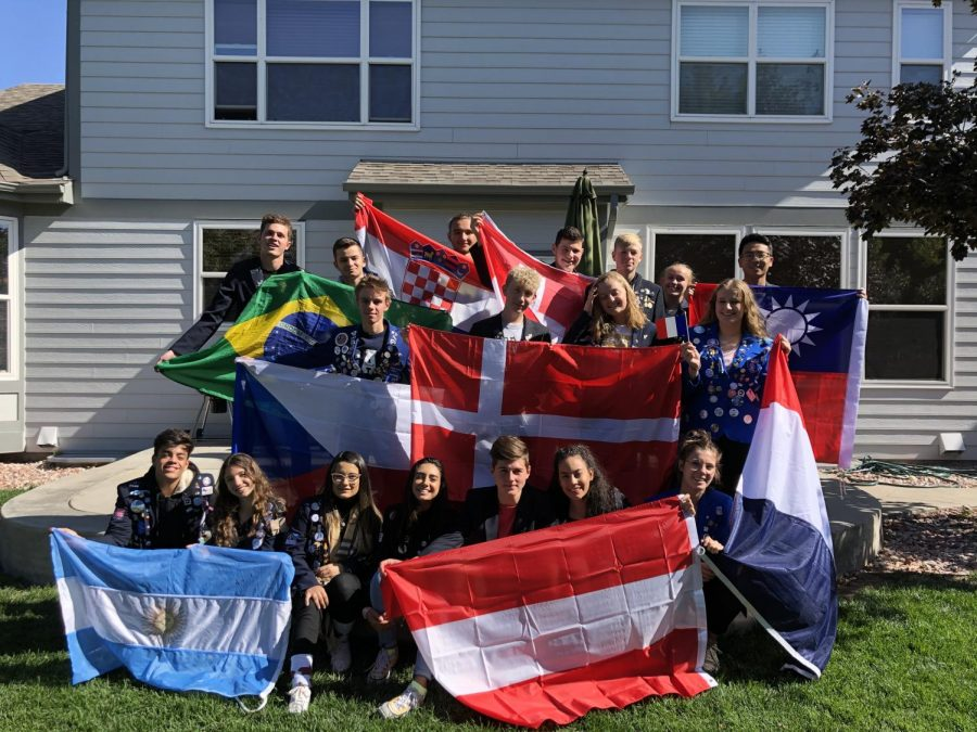 Mallus and Jung pictured here alongside their fellow Rotary Exchange Program members. Via Elena Mallus.