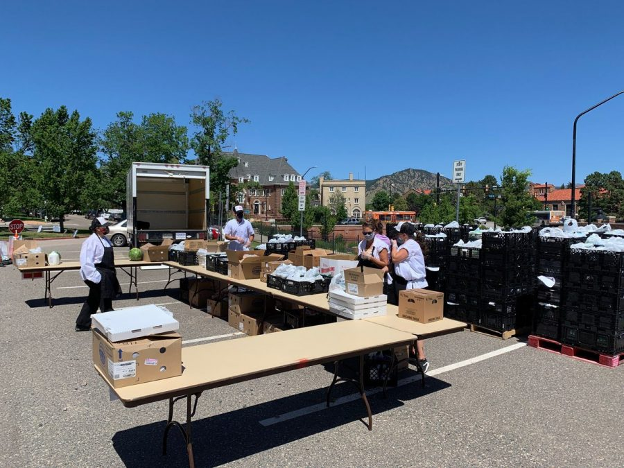Pictured+at+one+of+the+Bag+Programs+seven+pick-up+locations%2C+BVSD+employees+and+volunteers+are+hard+at+work+providing+meals+to+students+in+need.+