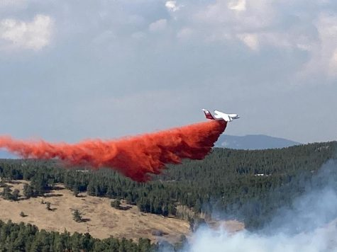 A slurry bomber drops fire retardant on the Lefthand Canyon Fire.