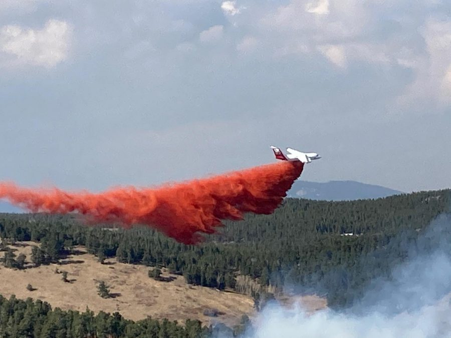 A+slurry+bomber+drops+fire+retardant+on+the+Lefthand+Canyon+Fire.+
